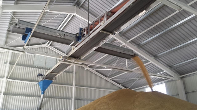 Overhead conveyor belts with discharge trolley for silos